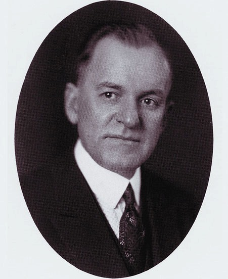 """Основатель компании """"Blue Bell"""" - C. C. Hudson (Хадсон)."""