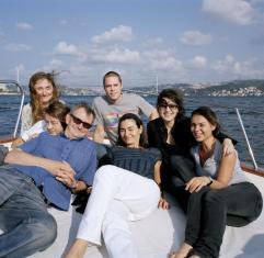 Seyhan Akarlilar, Ebru Tualana, Martin Parr, Conor Kilroe, Elif Akarlilar, Serpil Berkan, Pinar Gozeri в Стамбуле 2006 года.