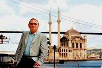 Sait Akarlilar в 1991 году основывает в Турции компанию Mavi Giyim San. ve Tic. A.S. и регистрируется компанией Mavi 29.07.1991 года торговая марка mavi jeans под №127076 для товаров класса:24,25.