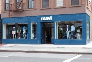Компания Mavi открыла в 2013 году новый флагманский магазин общей площадью 2400 кв. футов (732 кв. метра) в Нью-Йорке на углу 5th Ave в Park Slope.