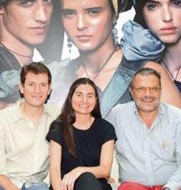 Ersin Akarlilar, Elif Akarlilar и скандально знаменитый итальянский фотограф Oliviero Toscani в рекламной компании mavi jeans 2007 года.